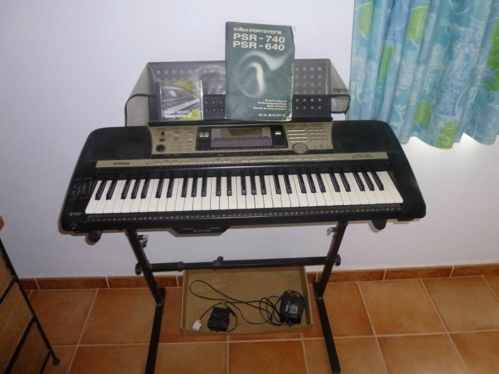 yamaha psr 740 keyboard for sale 250ono in bristol gumtree. Black Bedroom Furniture Sets. Home Design Ideas