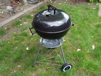 42cm charcoal Kettle Barbecue - clean and very good condition - less than a year old