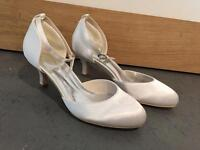 Women's wedding shoes size 4 NEW