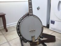 Gold Tone OB250 LW LH 5 String banjo with 3-Ply Canadian Maple Tone Rim. Excellent condition.