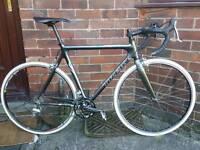 Trek 5200 carbon fibre road bike