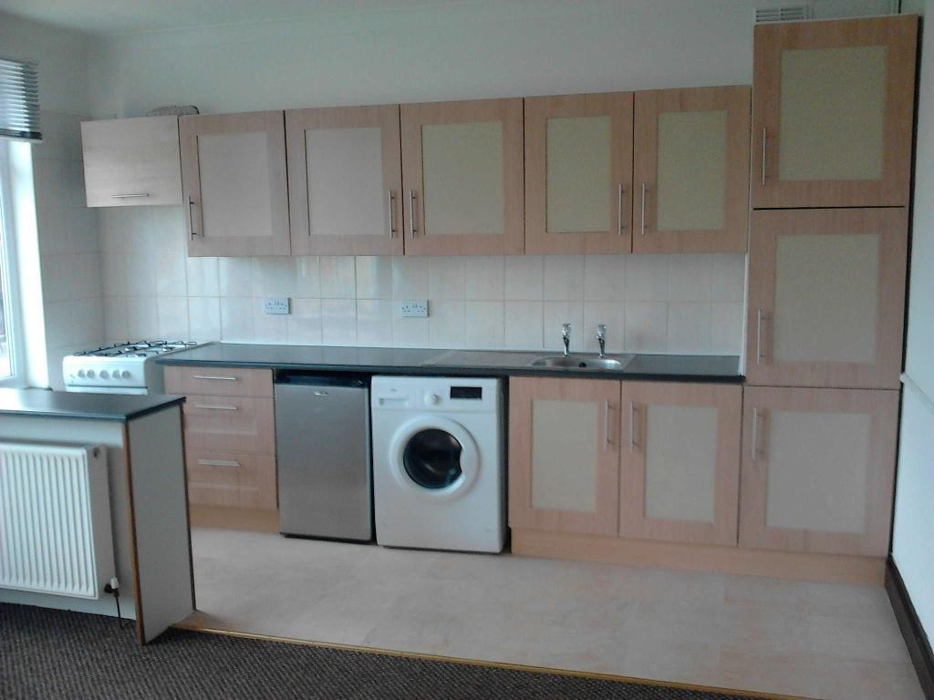 2 BED FLAT TO LET SOUTHCOATES LANE,HULL. NO AGENT FEES, CENTRAL HEATING, DOUBLE GLAZING