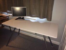 White high gloss desk