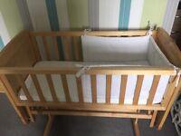 Gliding crib with matress and bumper