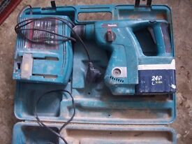 Makita BHR200 battery drill with case.