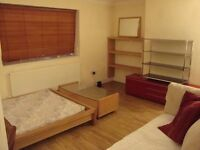 EXCELLENT LARGE DOUBE ROOM TO RENT