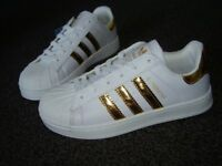 Adidas Superstar Trainers Size 5 1/2 Gold 3 Stripe New