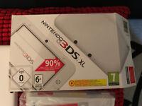 MINT CONDITION,NINTENDO 3DS XL WHITE PLUS GAME