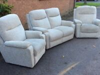 3 piece sofa set 2+1+1 very good condition could deliver