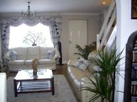 Single room, fully furnished in luxurious house 2.4 miles from Airport