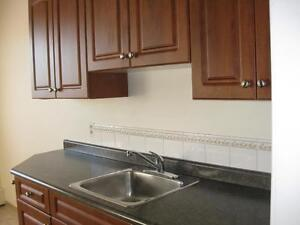 *FREE RENT* 2 Bdrm in West Central Adult Bldg! ~ Heritage