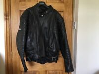 Leather Motorbike jacket and trousers in good condition size GB 44 Akita Bodyguard system