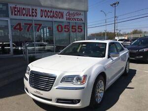 2012 Chrysler 300 Limited, Tout équipé, Cuir, Toit ouvrant