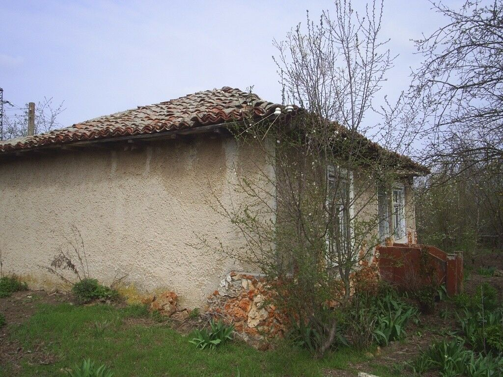 Property in Bulgaria with outbuildings and 1,200m2 Land. 20 Mins from the beaches.
