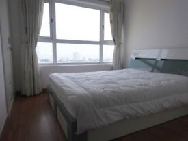 Large double in Canary Wharf area . Large and bright . Perfect for professional looking,easy commute