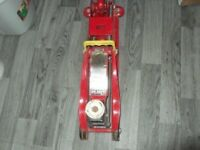 CLARKE STRONG ARM 3 TON TROLLEY JACK, HEAVY DUTY, FAMILY OWNED HARDLEY EVER USED. £45.00