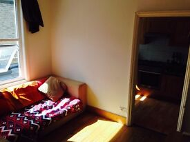 Bright double bedroom in the heart of Munster Village