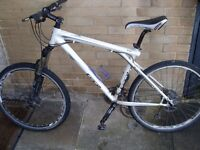 GT Aggressor Elite Hybrid Bike - Rockshox 130mm Forks - Avid Juicy Hydraulic Brakes - Shimano XT/LX
