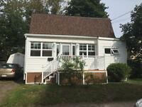 29 CENTRE ST - COZY 2 BEDROOM HOUSE - WALKING DISTANCE HOSPITALS