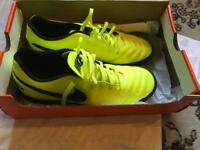 Nike men's trainers size 8 yellow brand new £20