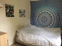 *URGENT* spacious double room available in student house