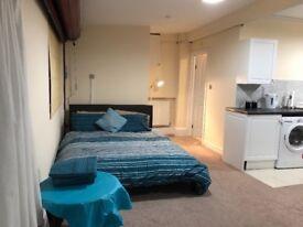 Spacious studio flat innAshford
