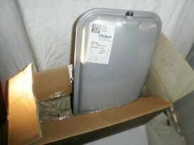 Boiler expansion tank: Vaillant 2601700, 181050-101, 10 litres, 90 C. BRAND NEW.