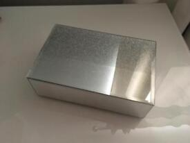 Brand New Mirrored Sparkle Jewellery box Ideal Gift (Smoke/Pet Free home)