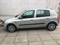 Renault Clio 1.2 5 door 1 lady owner very low mileage