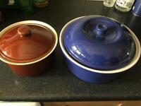 2 ceramic cooking pots