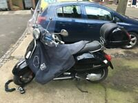 VESPA GTS 125 Black 2011 New MOT with FREE extras; 2nd owner
