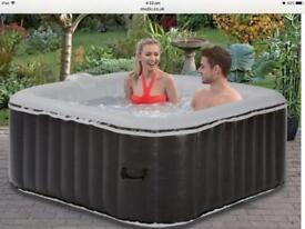 Hot tub H154 x W154 x D65cm