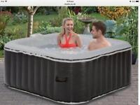 Hot tub H154 x W154 x D65cm