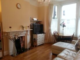 Garden flat room in heart of Fulham 5 min walk from Fulham or West Bromton station