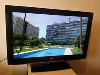"""Excellent 32"""" slim LG LCD TV hd ready freeview inbuilt"""