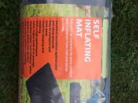Camping mat, self-inflating with free protective bag