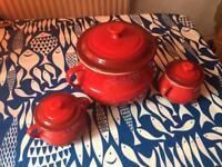 Le Creuset big bean pot + 2 mini pots