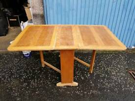 Solid folding table