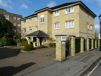 1 Double Bedroom Flat TW1 Central Twickenham 4 min walk to Train Station and High St Allocated OSP