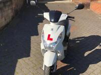 Peugeot kisbee 50cc scooter in white