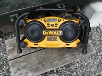 Dewalt DC011-GB/QW site digital radio/ charger