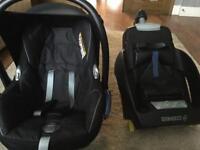 Maxi Cosi cabriofix Stage 0 car seat and Maxi Cosi Easifix isofix base