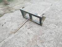 Slewtic tractor front loader bale spike