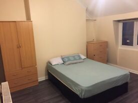 Hoxton,Huge room with all bills covered!