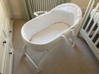 Shnuggle Moses Basket & Curved Stand