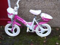 Girls First Size Hello Kitty Bike with Stabilisers IP4 / IP1