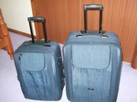 2 suitcases navy blue in good condition