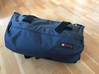 Henty Wingman: Commuter suit bag (like new)