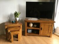 Oak Furnitureland Solid Rustic Oak TV Unit and matching nest of tables