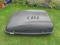 Halfords ROOF BOX WITH DOUBLE LOCKS AND KEYS GOOD SIZE
